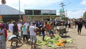 protes pasar buah pemalang