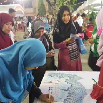 Pengunjung Paviliun Indonesia di Melayu Day @Yala © Sumber: Universitas Muhammadiyah Sumatera Utara