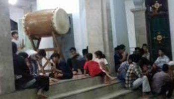 ilustrasi takbiran di masjid